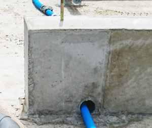 床下の先行配管_一宮長屋新築工事 土台、大引搬入、敷込み_170828_0016ac